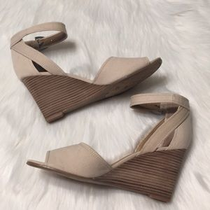 Franco Sarto Hanson2 Beige Canvas Wedge Sandal 10